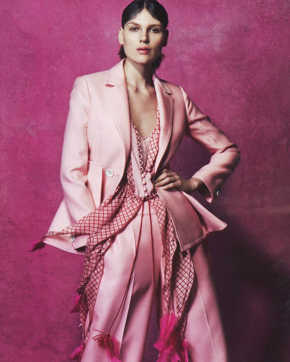 #SpottedinBally: A Bally SS17 pink suit features in @htsi magazine. #BallySS17 https://t.co/esXiGl1ToR