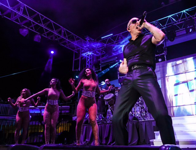 Float with the party #PitbullCruise #Dale #AfterDarkParty #FeelFree https://t.co/qW6m6OwU0Y