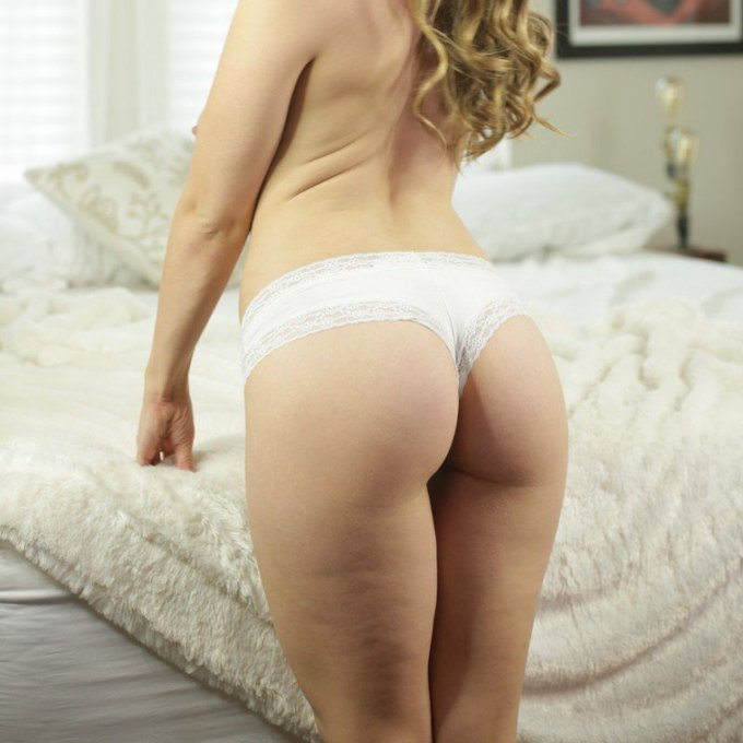 White Cheeky panties by @lenaisapeach https://t.co/HxLwXY57gD @manyvids https://t.co/xQo0EHj17L