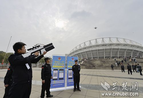 Chinese cops debut new anti-drone gun that shoots illegal UAVs from the sky