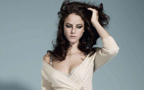 Happy birthday to the gorgeous Kaya Scodelario! ¡Feliz cumpleaños