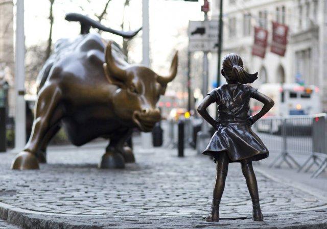 EUA Estátua da 'Fearless Girl' continuará em Wall Street até 2018