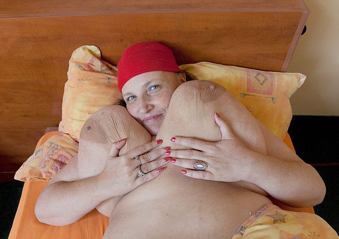 Anika Giant Boobs in Bed see more at https://t.co/D82aD9X6IW https://t.co/LofWXZy5NL