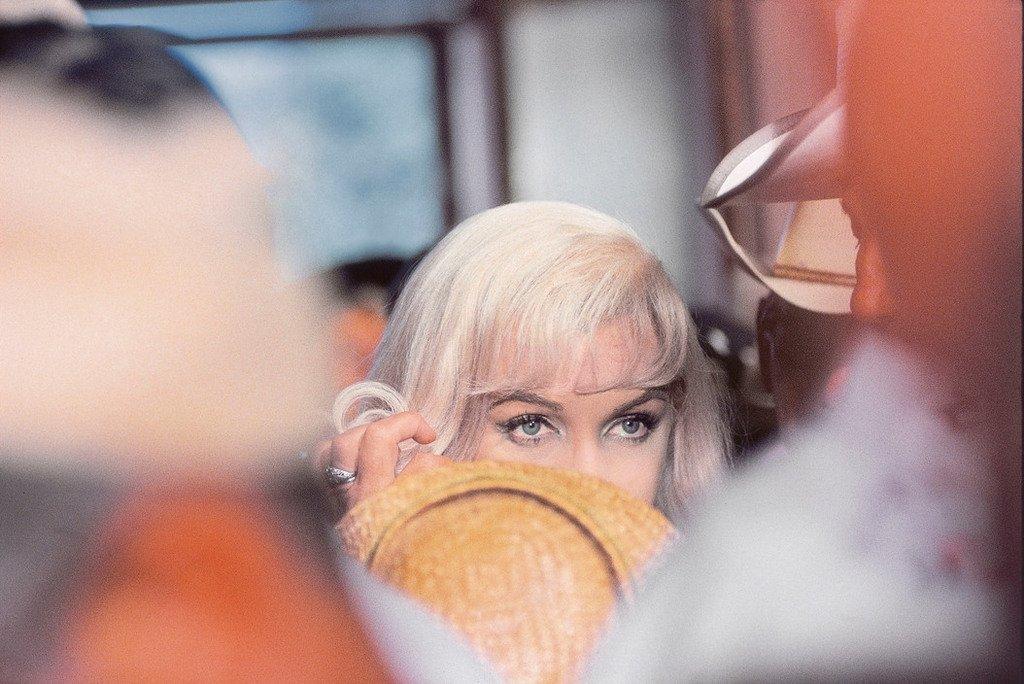 "Marilyn Monroe lors du tournage de ""The Misfits"", 1960 #photo Elliot Erwitt https://t.co/sLesONXLz3"