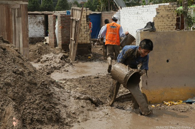 After devastating floods and landslides in #Peru, many children are at risk of diseases because of lack of access to safe water @UNICEFperu