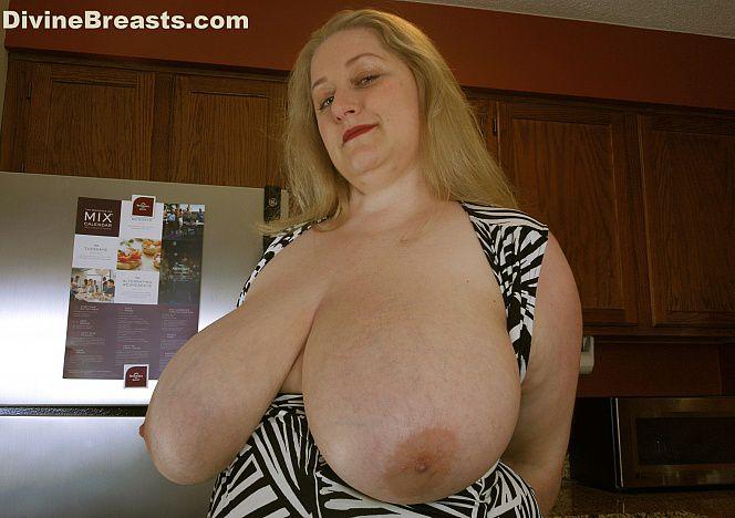 Reyna #bbw Tits Bigger than Ever see more at https://t.co/9AVs4ZkXPH https://t.co/x7Kvgjlhaz