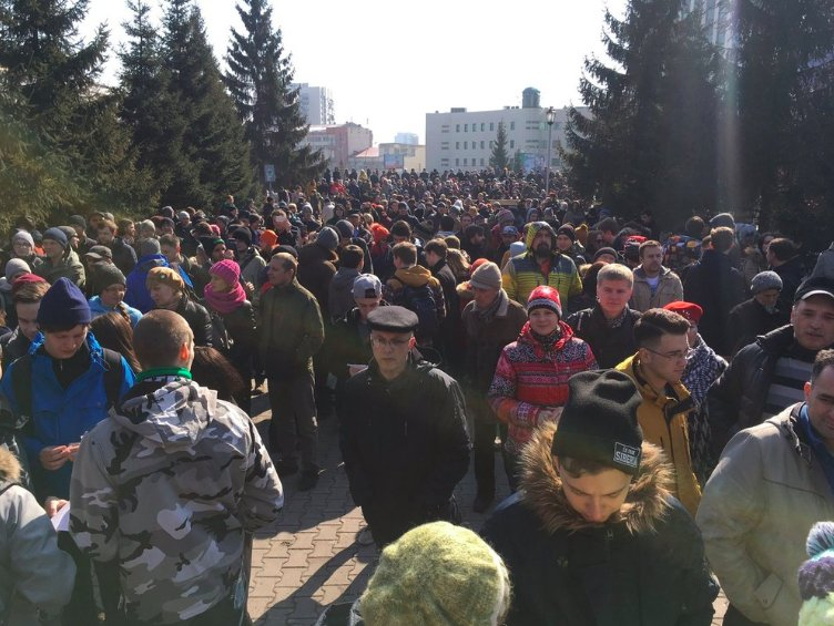 RUSSIA: Large anti-corruption protests ongoing in 80+ cities around the country today. - @parfitt_tom  https://t.co/hA4N3AfzHf
