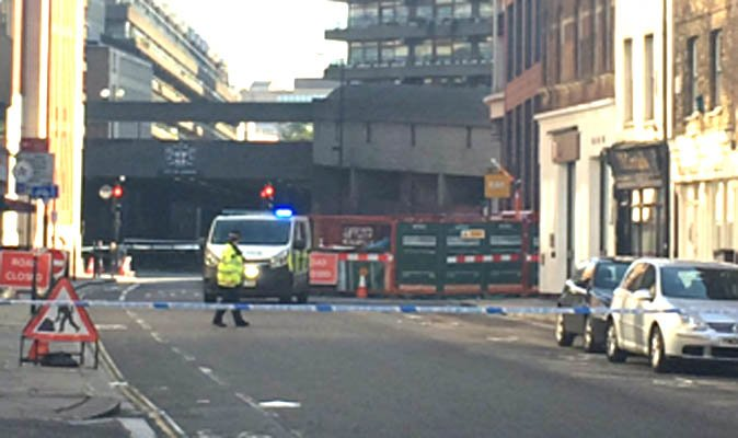 BREAKING: Security alert at Barbican Tube station - armed police swoop on City of London https://t.co/mbkSalDBJe