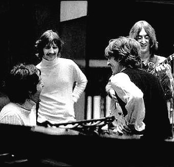 お疲れ様です!今夜の1曲🎵初めて聴きましたが…ファンには堪らないDemoですねThe Beatles White Alb