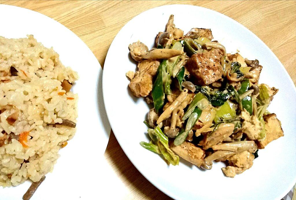 #乱歩奇譚 ナカムラさんは料理もするそうな。(主に酒の肴)あたしも最近やるのよ料理。簡単なものだけど。冷蔵庫にあった厚揚