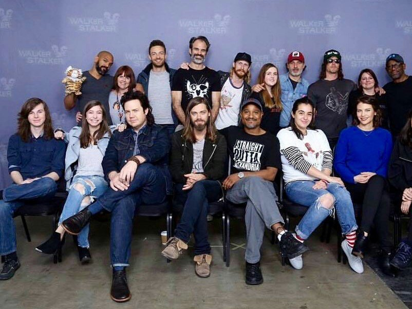 RT @pictwd: cast and fans https://t.co/rmmNVzd5fH