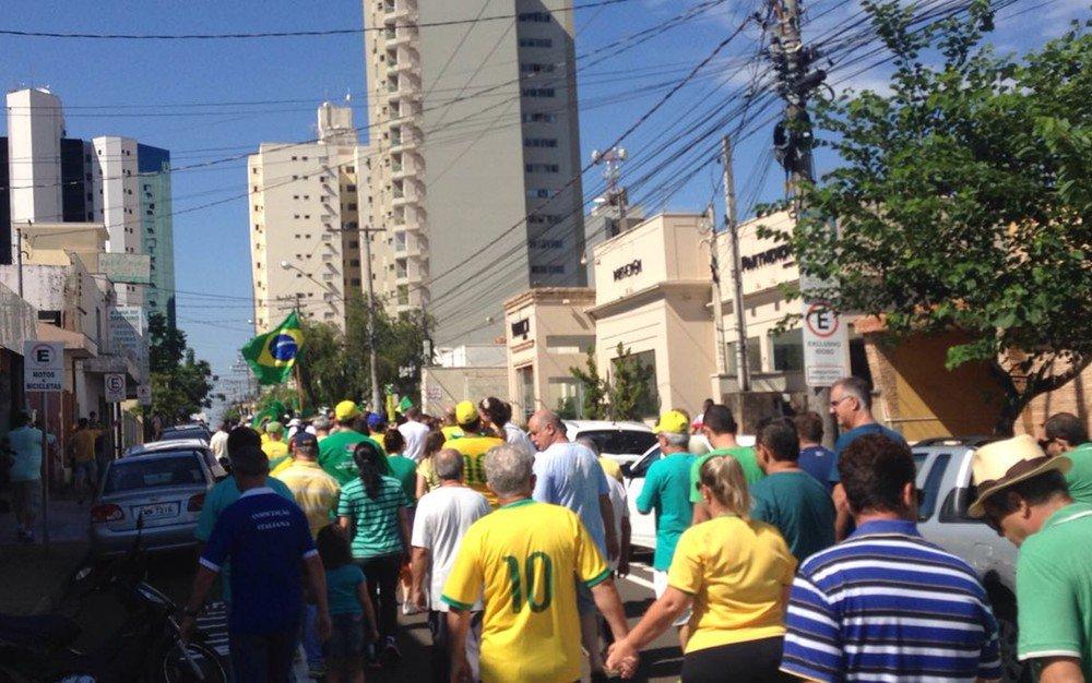 Manifestantes fazem protesto em apoio à Lava Jato em cidades do noroeste paulista https://t.co/71Q4bERP7P #G1