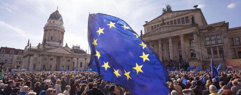 6500 Menschen haben sich heute in #Berlin für ein geeintes Europa versammelt. @PulseofEurope https://t.co/bXozENLT3r