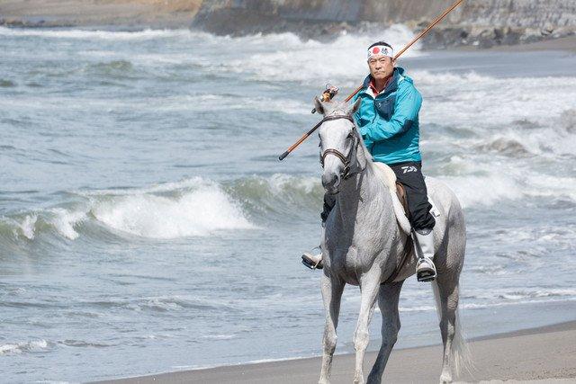 松平健がドラマ「釣りバカ」に白馬に乗って登場、「暴れん坊将軍思い出す」 https://t.co/oRm28hjmRg