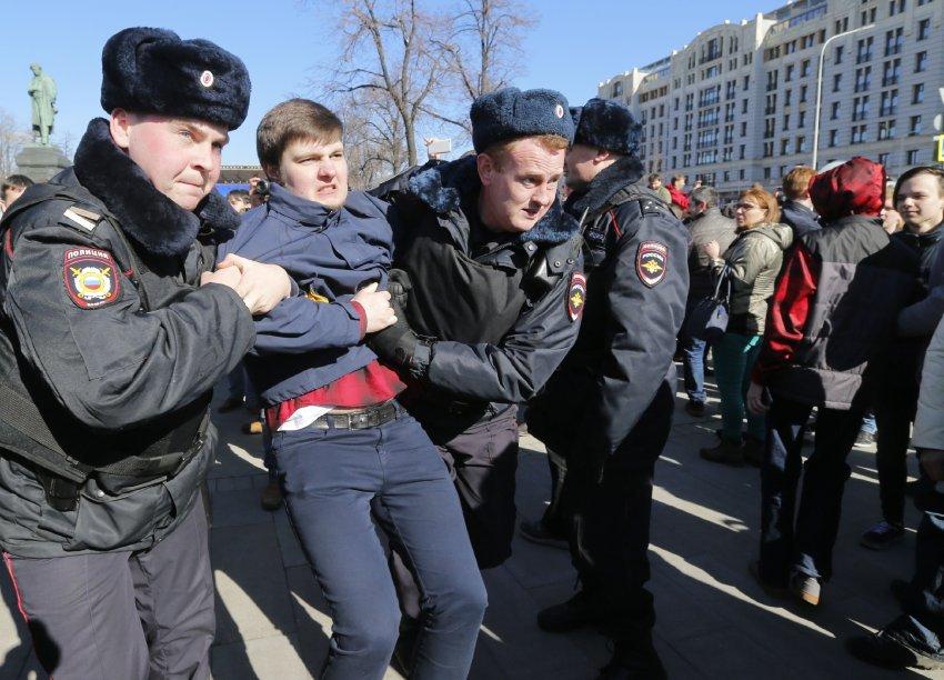 Massendemosin Russland: Aktivisten berichten von 700 Festnahmen https://t.co/aC0RFB6bbT