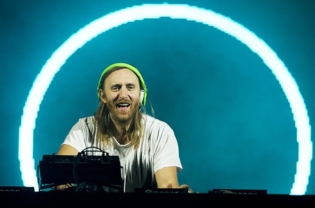 Watch .@DavidGuetta talk @NickiMinaj, new album & more during #MiamiMusicWeek https://t.co/Jm4xMkE1bm https://t.co/o7S4HLt1f9