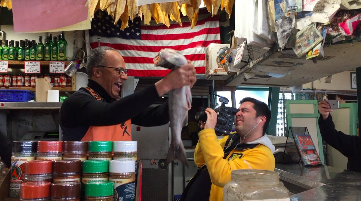 .@LesterHoltNBC visited Seattle & did it right, catching fish at the iconic Pike Place Market. Video:  https://t.co/uvrPZkpPUz@KING5Seattle