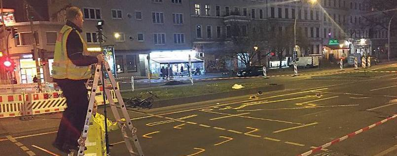 Ab Montag kontrolliert die @polizeiberlin zehn Tage lang abbiegende Fahrzeuge - zum Schutz der Radfahrer. https://t.co/Wgz8f23Nxj