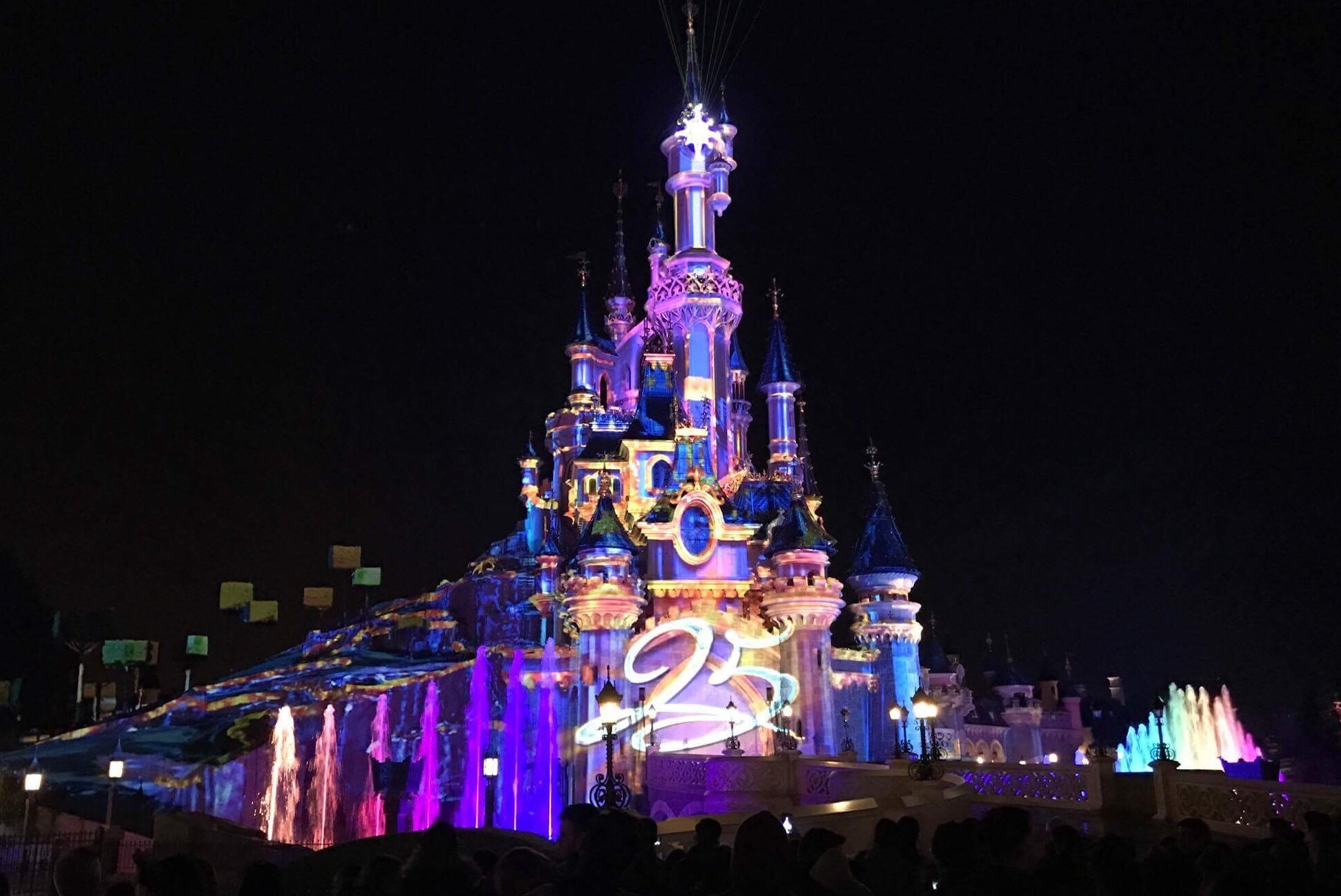 Thank you friends for exploring this sparkling  Disneyland Paris 25th Anniversary launch weekend with us! https://t.co/YroLxVVwlr