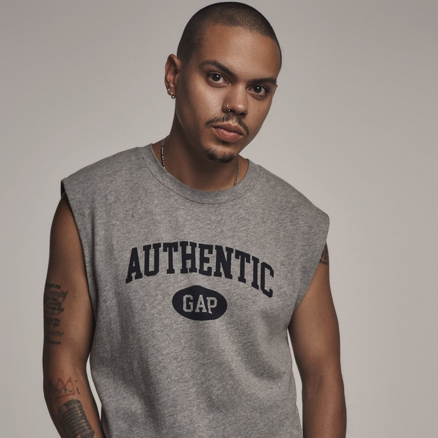 Evan Ross dishes on how his mom Diana Ross inspired his cool-kid style: https://t.co/aSmz2edosg