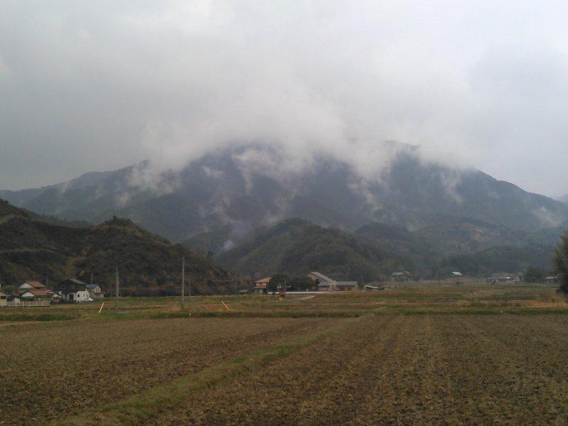 今朝は、会社にタッチ&ゴーで、緊急対応で山口県に走らされました。昨夜から今朝方の雷、ドッカンドッカンひどかったもんね💧行