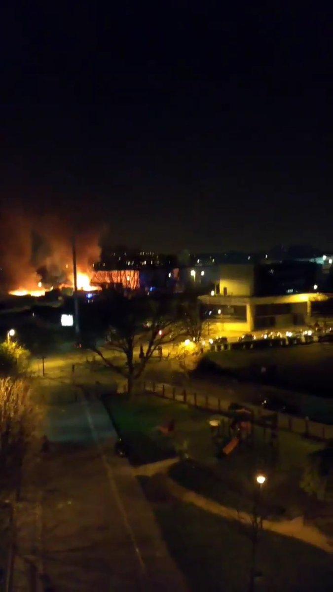 Les explosions sont liées à un incendie à côté du magasin conforama de #Bondy via @HammadMirza_fr
