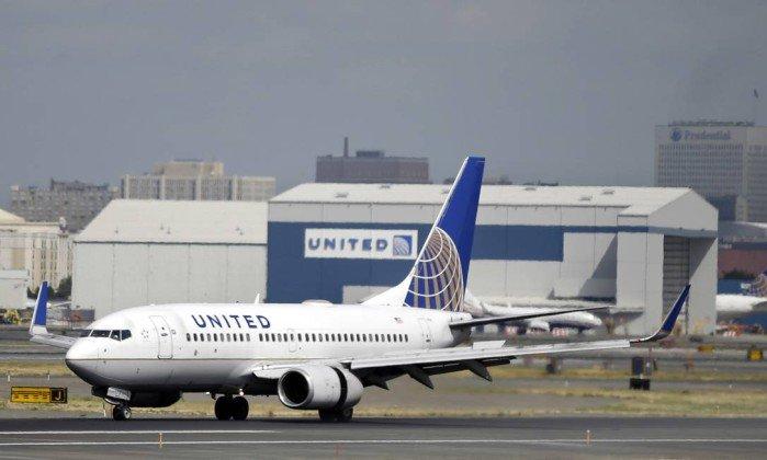 United Airlines é criticada por barrar garotas que vestiam calças legging. https://t.co/bwniS3EjNP