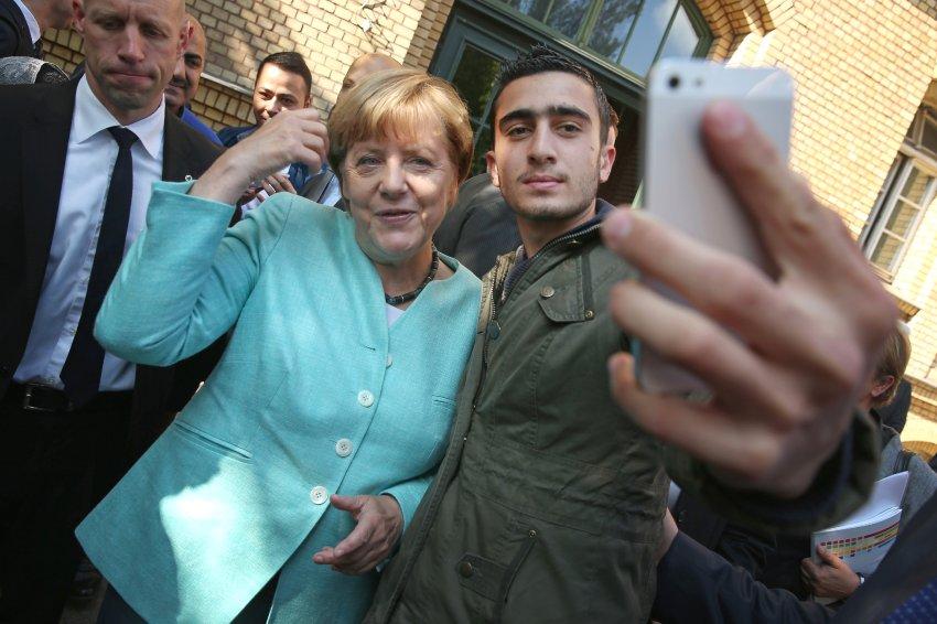 Verleumdungen nach Merkel-Selfie: Syrischer Flüchtling gibt Kampf gegen Facebook auf https://t.co/OQP1mHQoGG