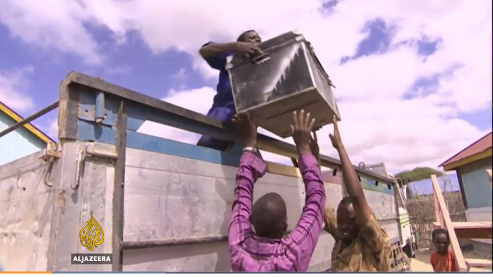 VIDEO: Somalis return to Kenya to escape drought at home