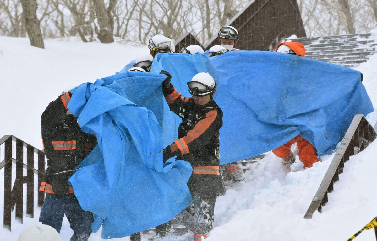 Japan avalanche: 8 students feared dead after incident at ski resort https://t.co/USCYCwBdeI