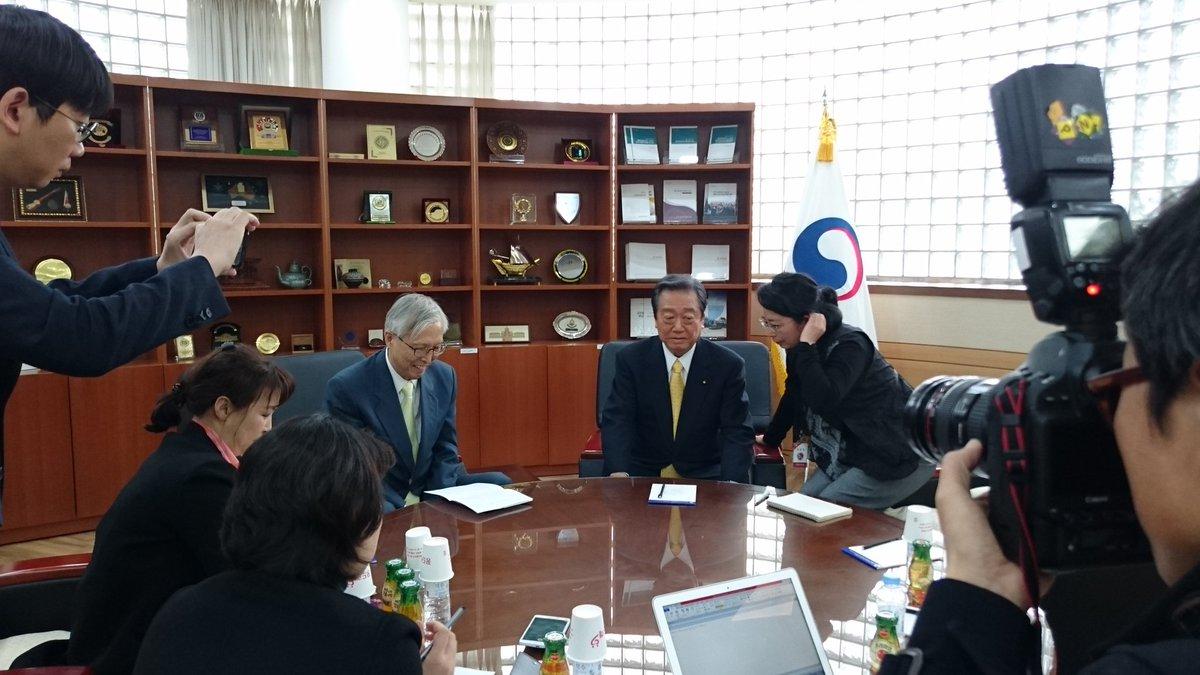 国立外交院 申センター長と会談、中央日報の取材を受けております。