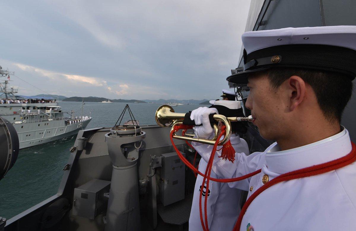 【海自Facebook更新】マレーシア海軍主催国際観艦式及びマレーシア海軍主催多国間海上演習の様子を掲載しました。⇒ https://t.co/VgDsq3SvbY