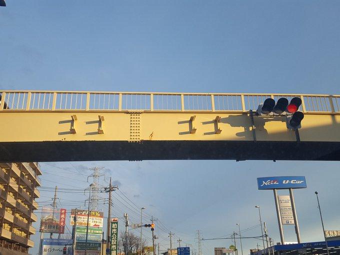 何か歩道橋がゴゴゴゴと音を立ててるけど?www