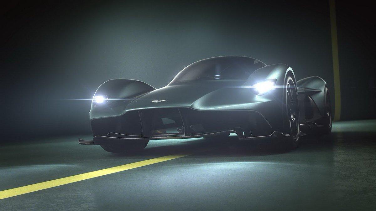La @astonmartin x @redbull Valkyrie est la prochaine voiture la plus puissante du monde !  Plus d'infos ➡️ https://t.co/7A7MFGIgbs ⬅️