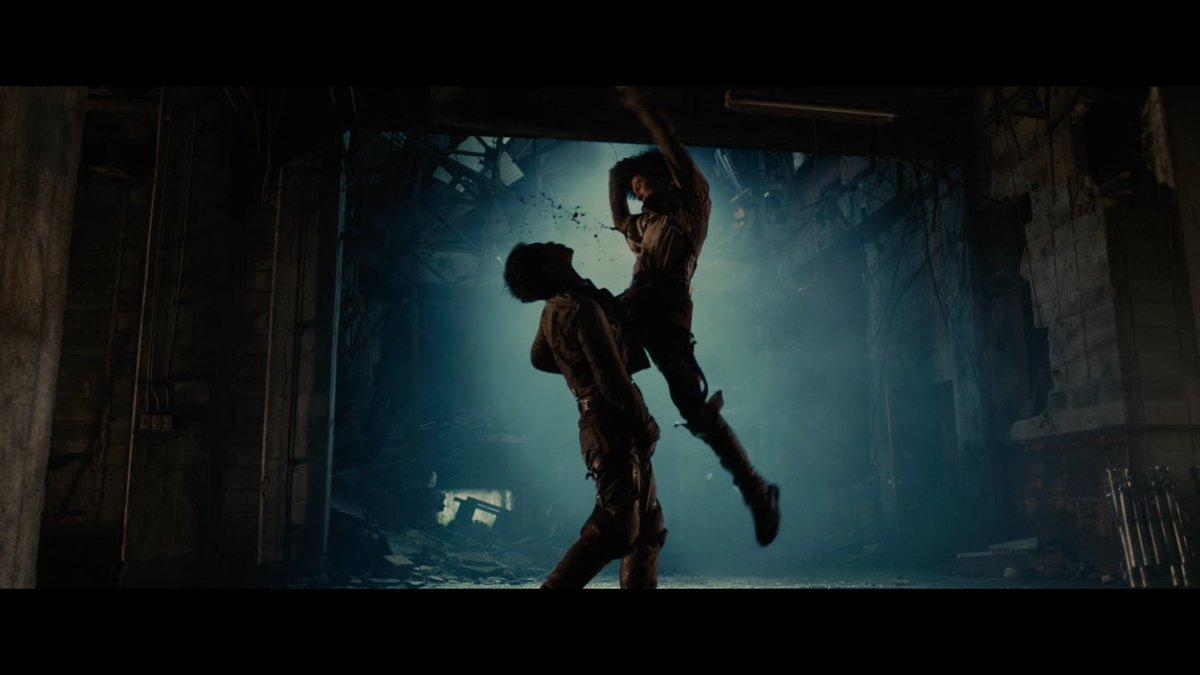 Netflixで『進撃の巨人』観てるんだけど突然トニー・ジャーみたいなアクションが出てきて笑ってしまった