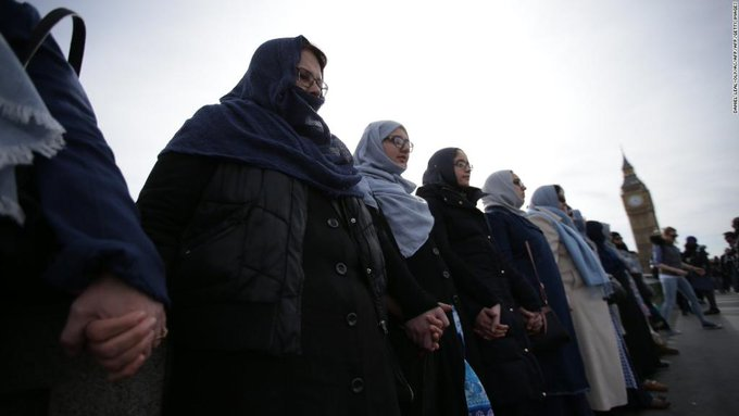 Muslim women linked arms along Westminster Bridge in a show of solidarity with victims of last week's London attack https://t.co/QCPvHv2odx