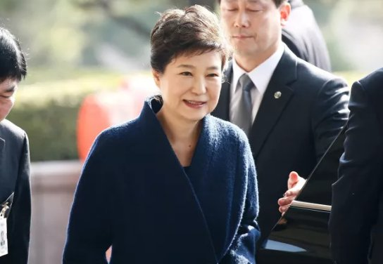 South Korean prosecutors have reportedly asked a judge to issue an arrest warrant for former President Park Geun-hye https://t.co/4UJ1F7myy4