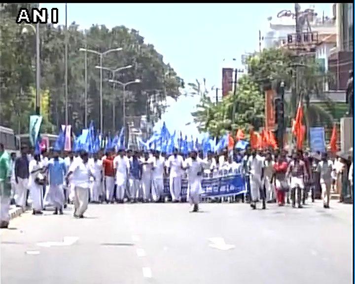 Thiruvananthapuram: BJP Yuva Morcha Manch joins protest on cancellation of Secondary School Leaving Certificate maths examination.