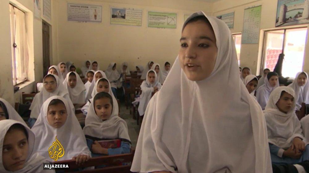 Pakistan's children return to school in Swat amid fears of Taliban