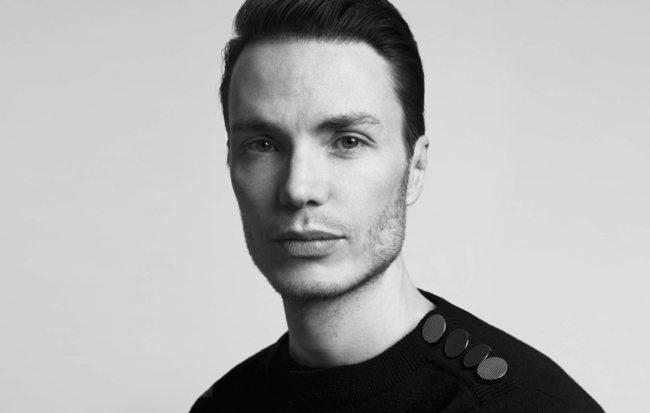 Azzaro : Maxime Simoëns est nommé directeur artistique https://t.co/OWr7i6b2lD