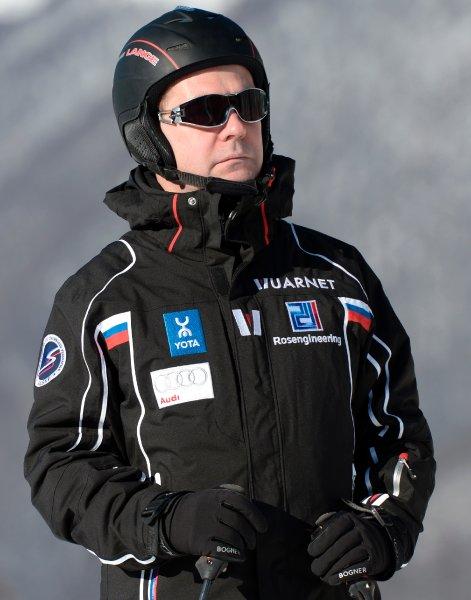 Festnahmen in Russland: Zehntausende protestieren - Medwedew fährt Ski https://t.co/FyocIknyiC