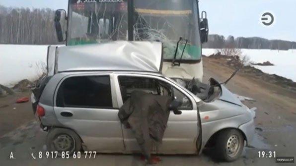 [운전중 인터넷 생방송 BJ 사고로 즉사] 사고 당시 시토라B는 운전을 하며 스마트폰을 대시보드에 올려둔 채 생방송을 진행했습니다. https://t.co/jIzaDILbwt