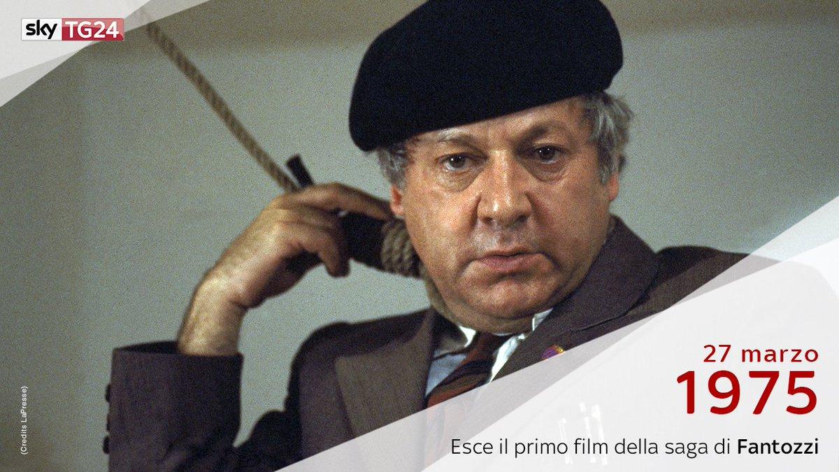 Il #27marzo 1975 iniziavano le grottesche dis-avventure del ragionier #Fantozzi, ideato e interpretato da #PaoloVillaggio. 🎥 #SkyTG24Ricorda