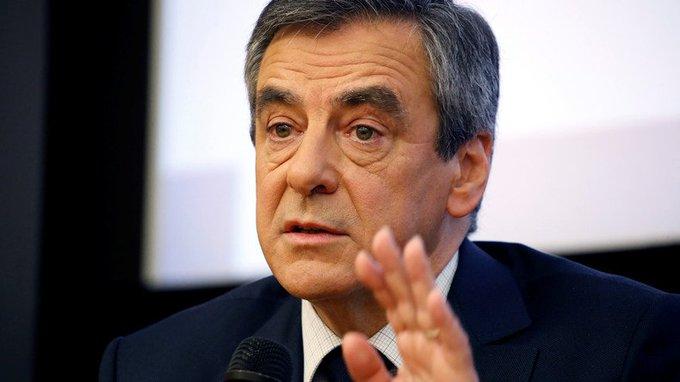 «Probable que je sois sur écoute» : #Fillon en remet une couche sur le «cabinet noir» de #Hollande https://t.co/2ty7L7e3tM