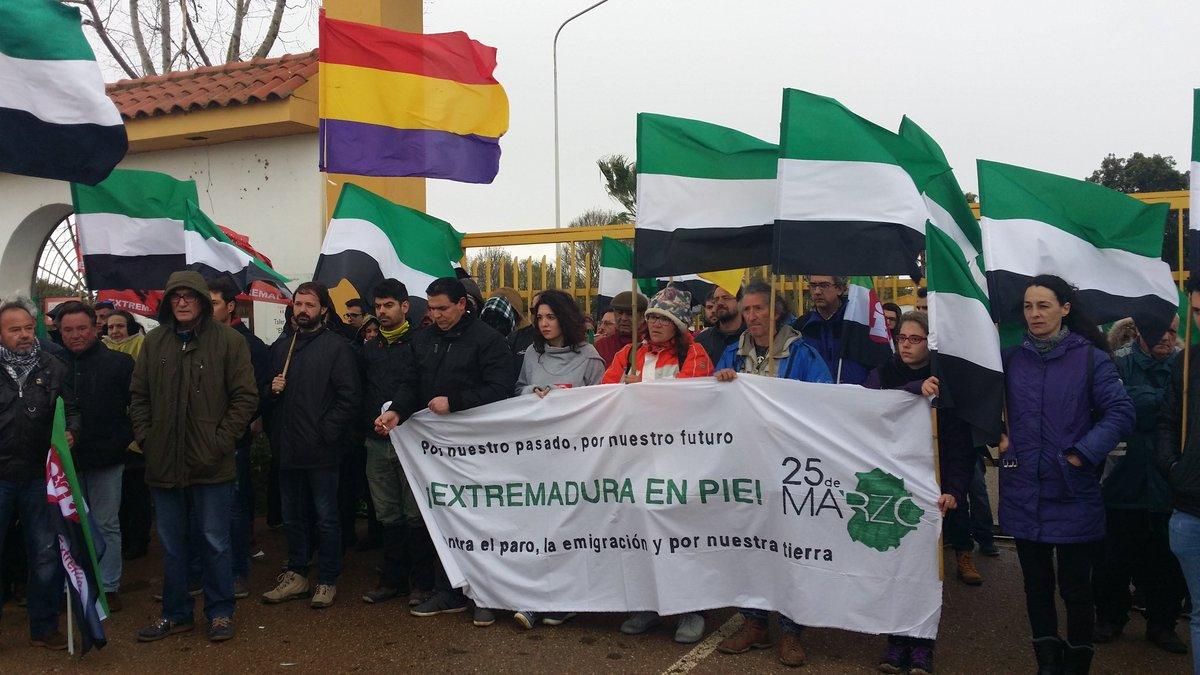 RT @IuExtremadura: 25 de marzo #ExtremaduraEnPie  https://t.co/eu261fFWZy https://t.co/bwx7WaC99S