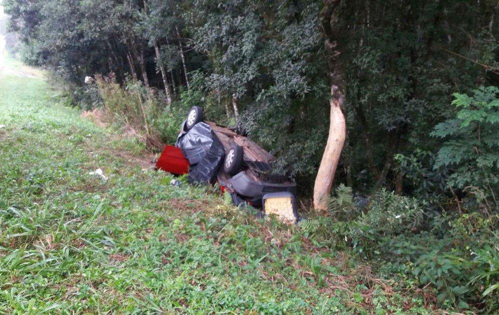 Motorista morre e passageira ferida fica quase 10 h presa em carro capotado no Paraná https://t.co/eNXYfox2Sg #G1