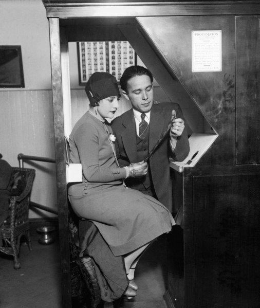 Knipskisten: Heute vor 92 Jahren meldete Anatol Josepho einen Fotoautomaten zum Patent an (@einestages-Archiv) https://t.co/kyGMY26M2R #OTD