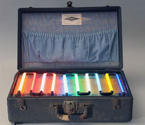 RT @DavidAirey: Dorwart Signs' neon sample case, circa 1935 (photo by Marna Anderson, via @mental_floss) https://t.co/qY8vofioRG