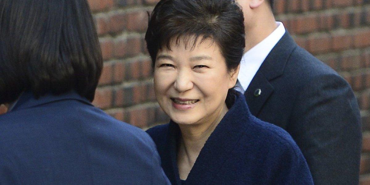 검찰은 박근혜의 뇌물 수수액을 298억 원이라 적시했다 https://t.co/r3jUliguFo