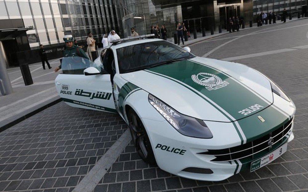 Dubai tem o carro de polícia mais rápido do mundo https://t.co/QcLVfbKUkK #AutoEsporte #G1